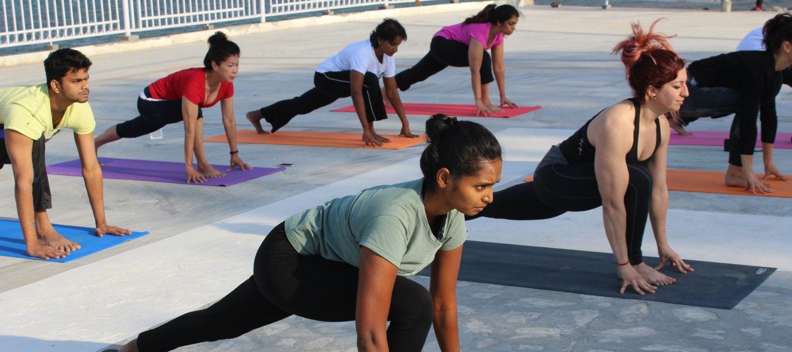yoga course in rishikesh near ganga
