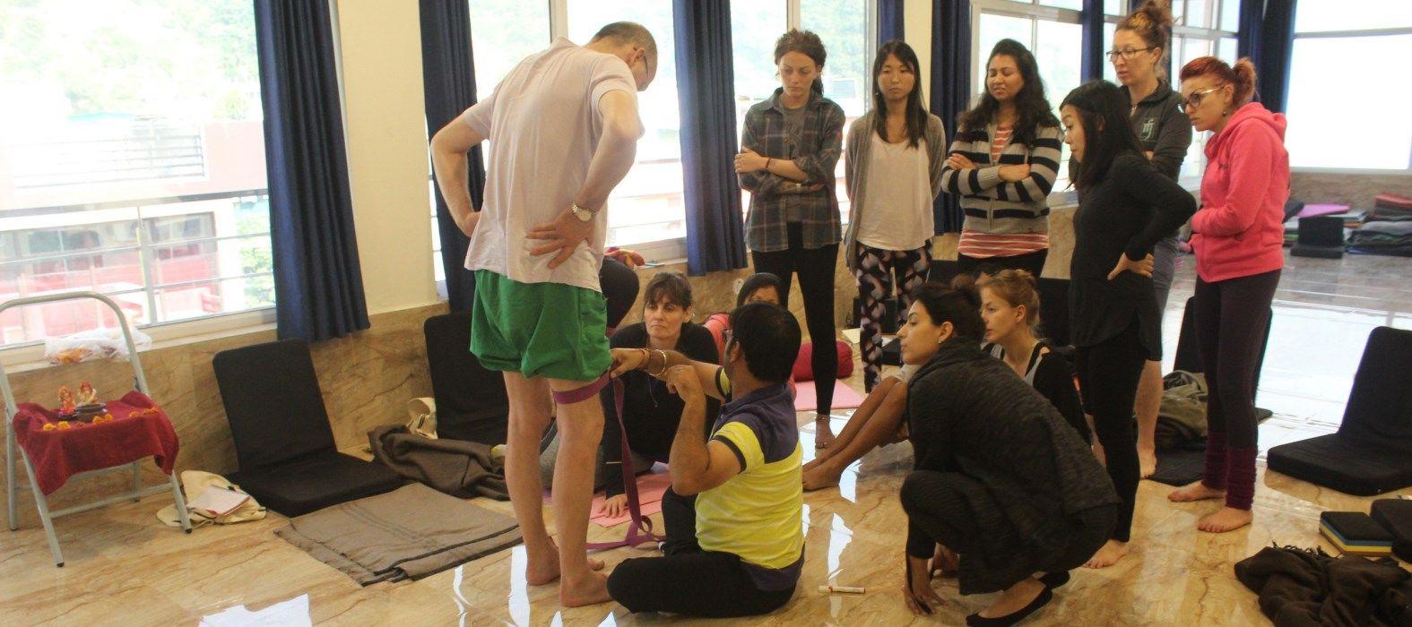 200 hr yoga therapy course rishikesh