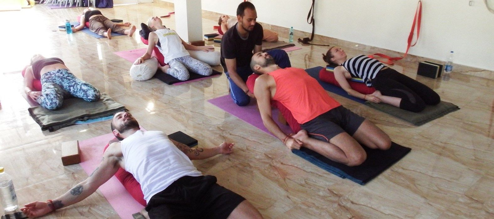 vinyasa yoga teacher training class rishikesh