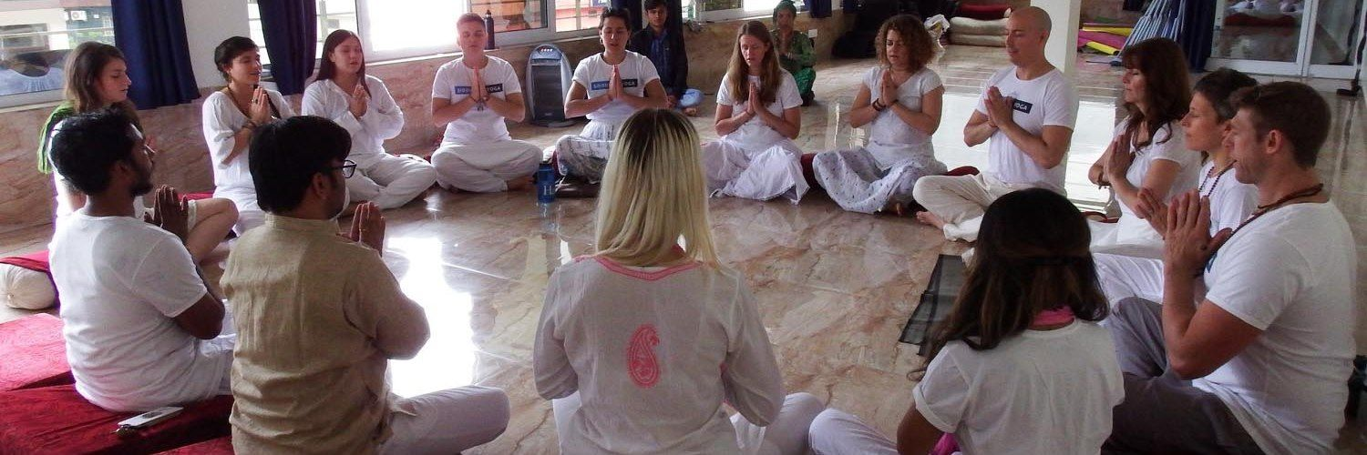 200 hour yoga teacher training course india