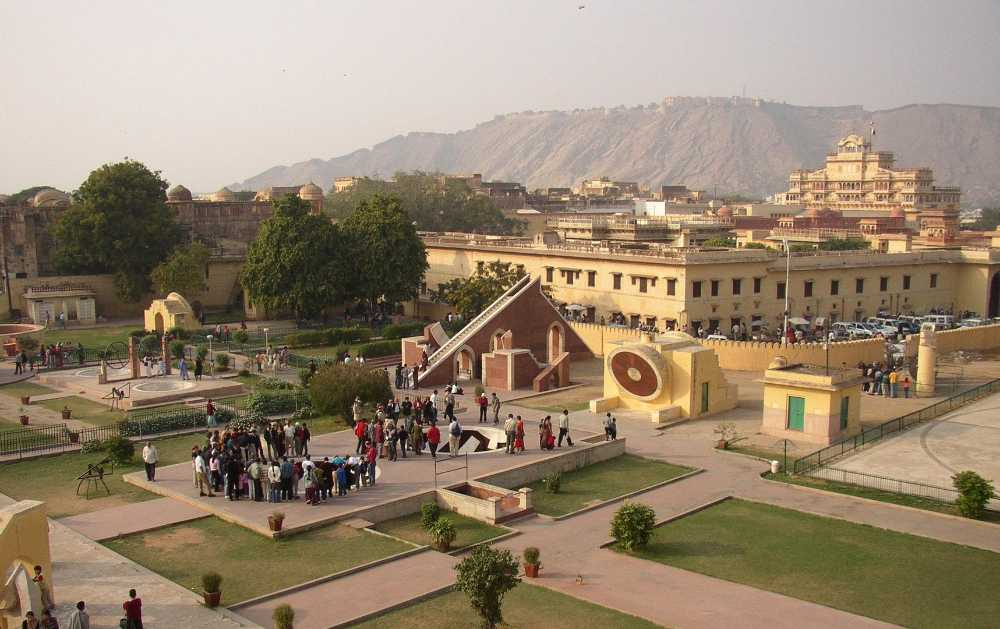 golden triangle holidays jantar mantar jaipur