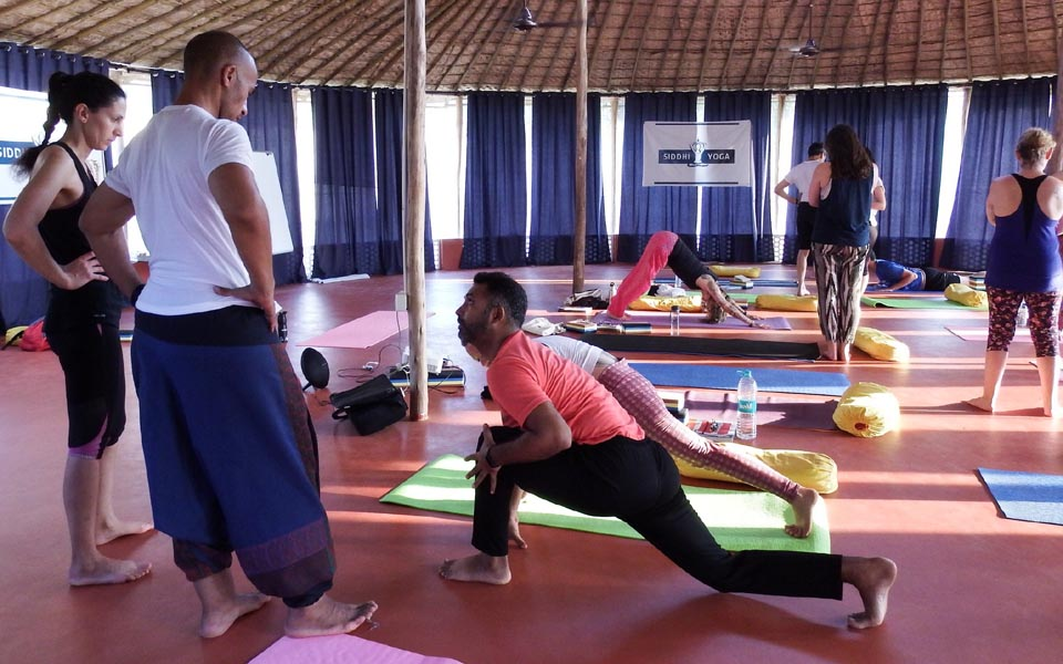 indischer Yogalehrer