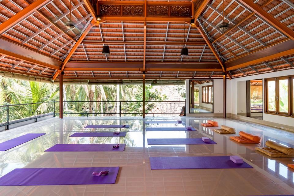 300 hr yoga teacher training intensive ubud indonesia