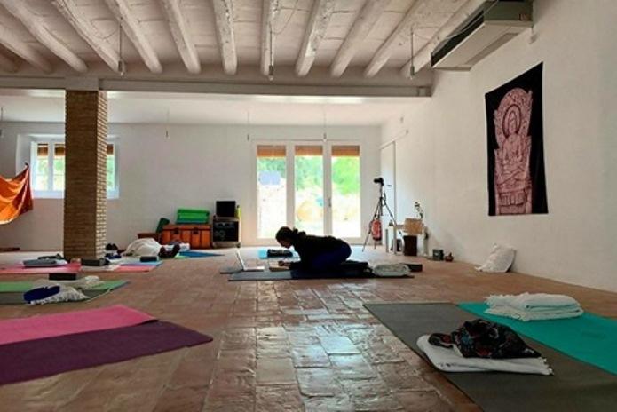 yoga teacher training schools in spain