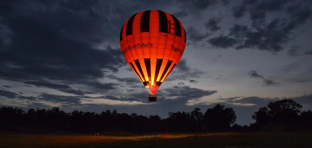 hot air balloon flight in assolda ground