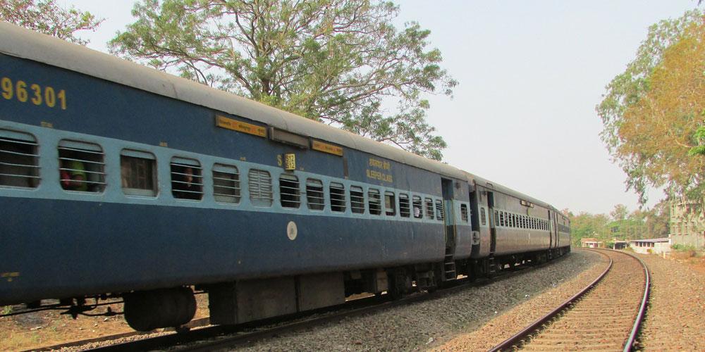 trains from mumbai to goa