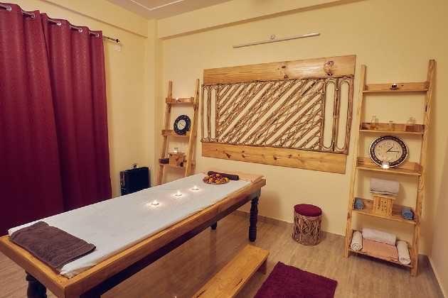 best yoga school in rishikesh india
