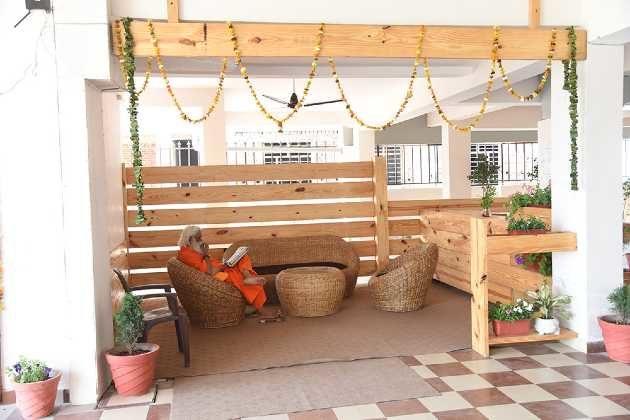 yoga ashram accommodation rishikesh